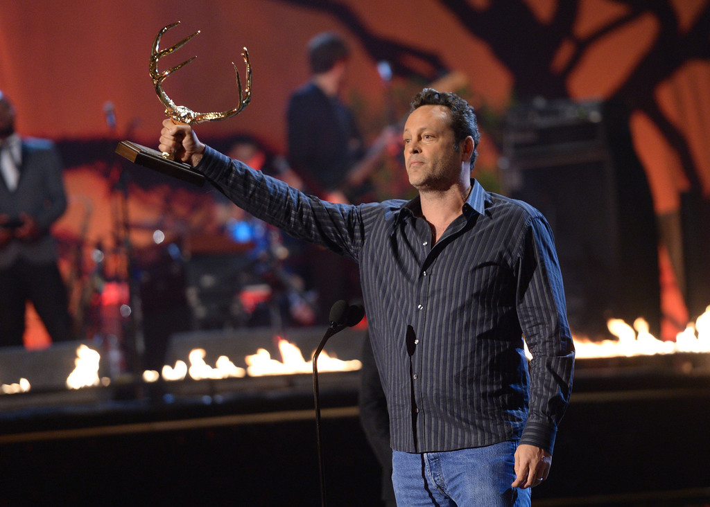 . CULVER CITY, CA - JUNE 08:  Actor Vince Vaughn accepts award onstage during Spike TV\'s Guys Choice 2013 at Sony Pictures Studios on June 8, 2013 in Culver City, California.  (Photo by Jason Kempin/Getty Images for Spike TV)