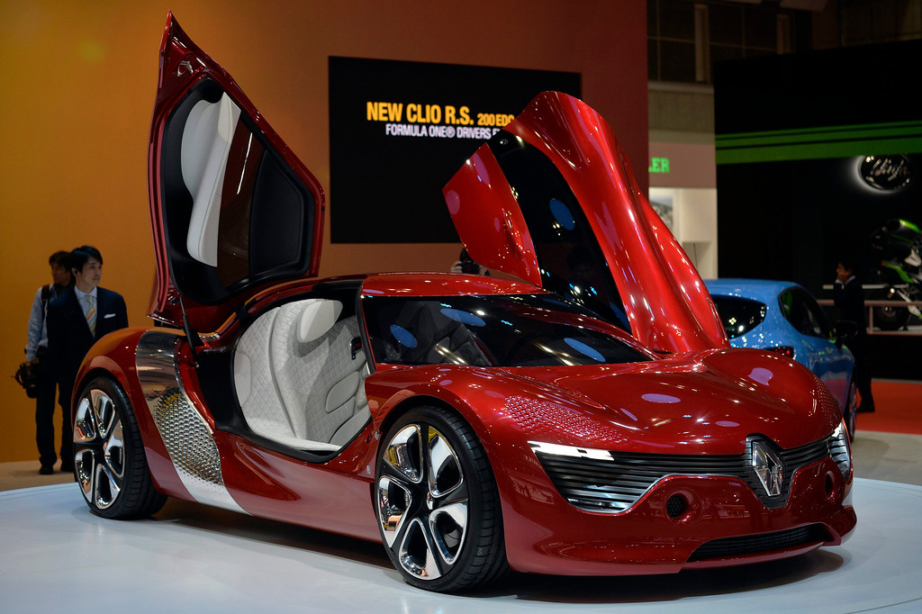 . Renault\'s \'DeZir\' electric concept car is displayed at the 43rd Tokyo Motor Show 2013 in Tokyo, Japan, 20 November 2013. The event will be open to the public from 22 November to 01 December 2013.  EPA/FRANCK ROBICHON