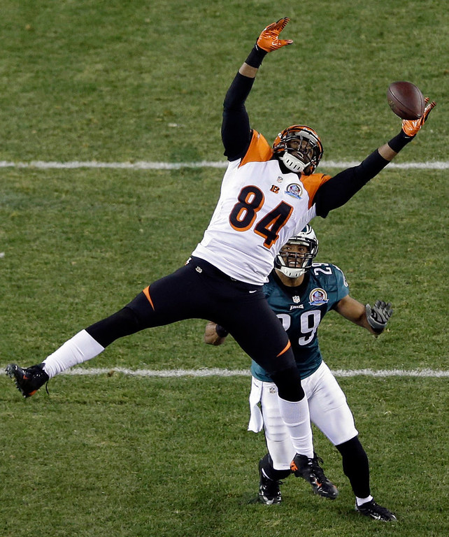 . Cincinnati Bengals\' Jermaine Gresham (84) cannot grab a pass as Philadelphia Eagles\' Nate Allen defends in the first half of an NFL football game on Thursday, Dec. 13, 2012, in Philadelphia. (AP Photo/Matt Rourke)