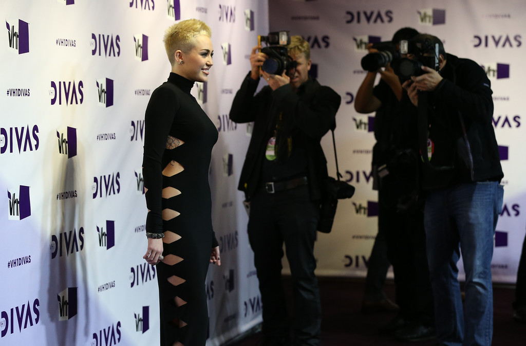 """. LOS ANGELES, CA - DECEMBER 16:  Singer Miley Cyrus attends \""""VH1 Divas\"""" 2012 at The Shrine Auditorium on December 16, 2012 in Los Angeles, California.  (Photo by Christopher Polk/Getty Images)"""