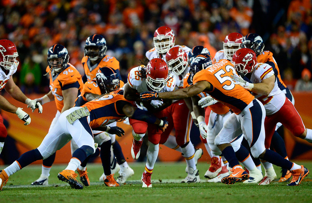 . Kansas City Chiefs running back Jamaal Charles (25) makes a run in the second quarter. The Denver Broncos take on the Kansas City Chiefs at Sports Authority Field at Mile High in Denver on November 17, 2013. (Photo by AAron Ontiveroz/The Denver Post)