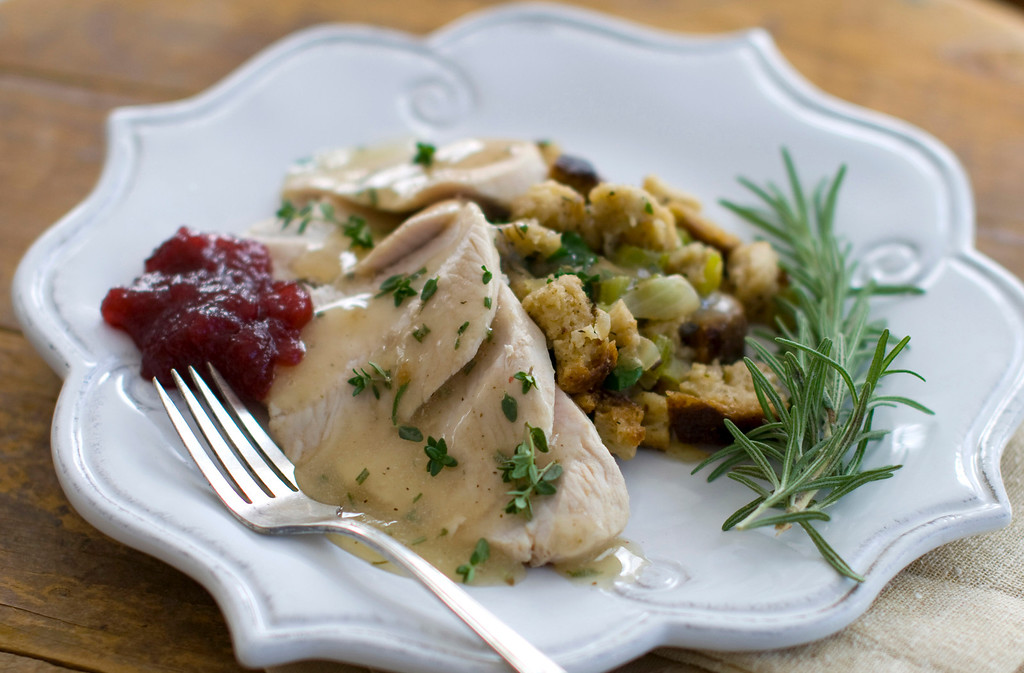 . This Oct. 11, 2011 photo shows chef Rocco DiSpirito\'s recipe for Thanksgiving dinner. This recipe takes roughly an hour and a half to make, far less than typical turkey dinners.    (AP Photo/Matthew Mead)