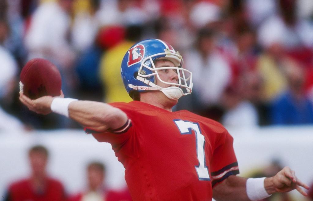 . Quarterback John Elway of the Denver Broncos throws the ball during Super Bowl XXII against the Washington Redskins at Jack Murphy Stadium in San Diego, California.  . Rick Stewart/Allsport