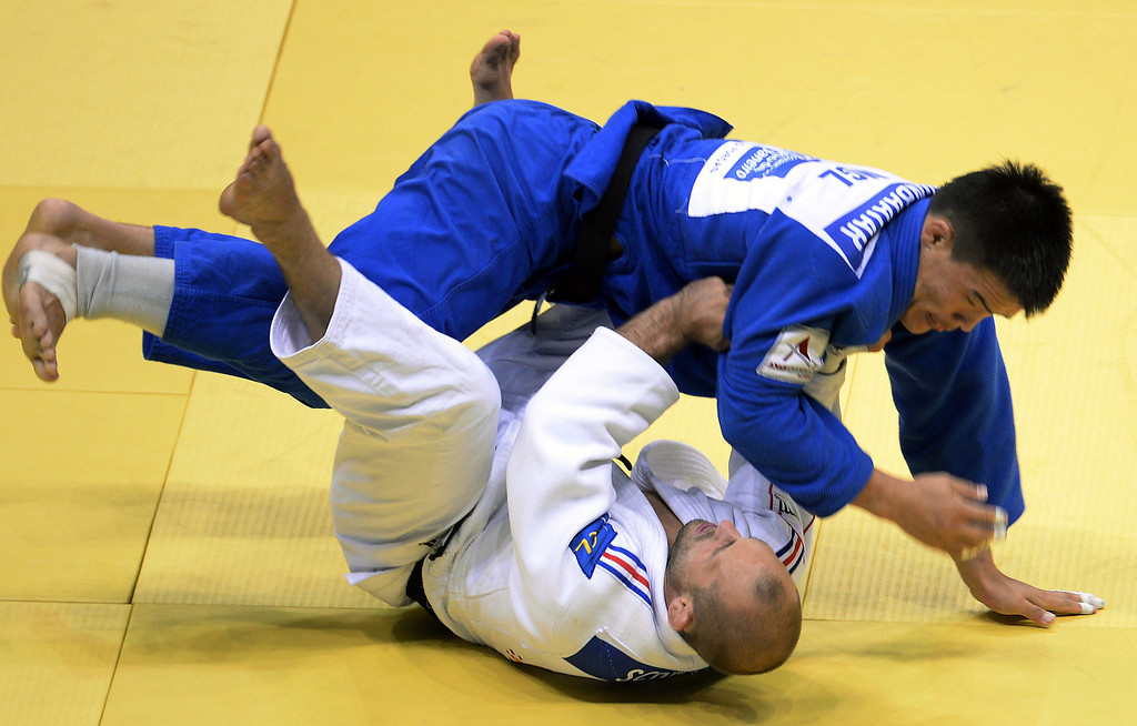 . France\'s Alain Schmitt(white) competes with Mongolia\'s Uuganbaatar Otgonbaatar during the 81kg category final of the IJF World Judo Championship in Rio de Janeiro, Brazil, on August 29, 2013.  VANDERLEI ALMEIDA/AFP/Getty Images