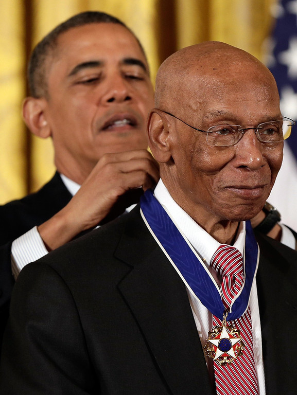 . U.S. President Barack Obama awards the Presidential Medal of Freedom to Hall of Fame baseball player Ernie Banks in the East Room at the White House on November 20, 2013 in Washington, DC.   (Photo by Win McNamee/Getty Images)