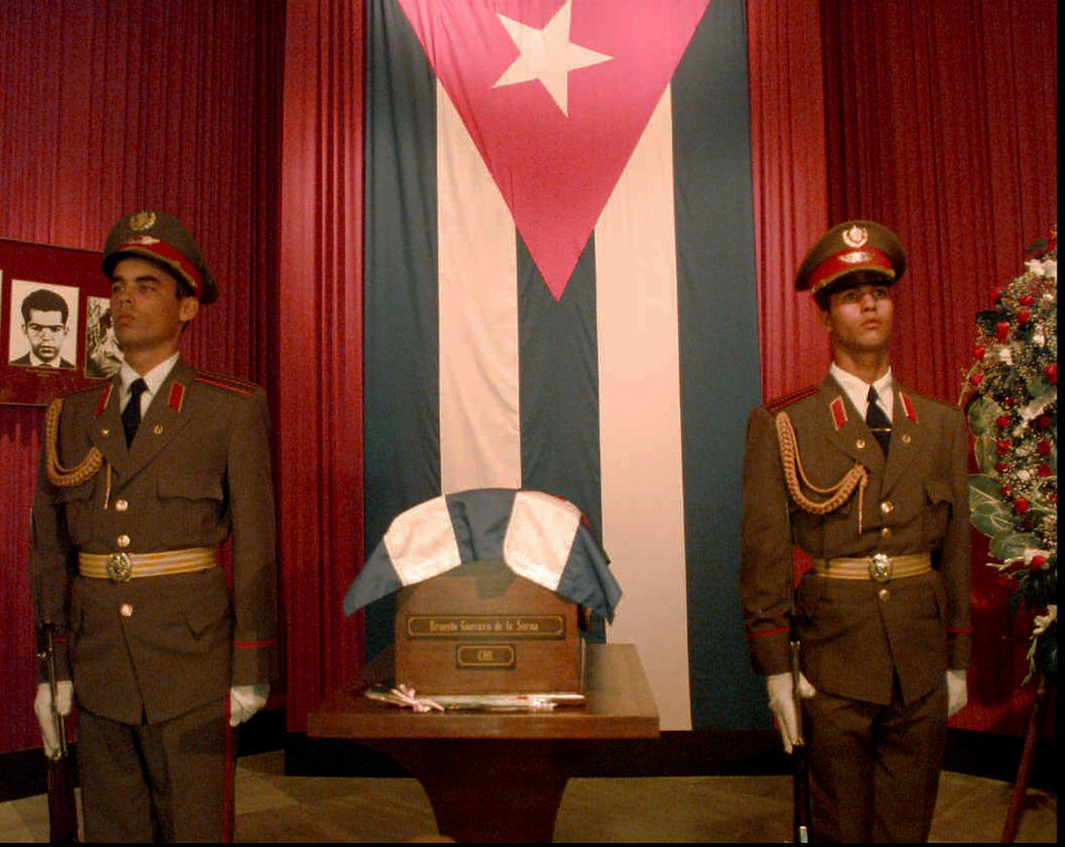 """. Honor guards stand next to the  remains of revolutionary hero Guevara \""""Che\"""" Guevara Saturday, Oct. 11, 1997, in Havana, Cuba, at the Plaza of the Revolution. The remains will be on display in Havana until Oct. 14 when they will be taken to Santa Clara in a caravan and entombed in a mausoleum there on Oct 17. Guevara was killed in Bolivia 30 years ago. (AP Photo/Joe Cavaretta)"""