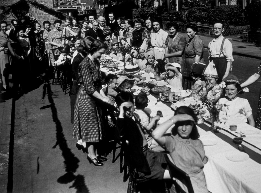 . 8th May 1945:  A victory tea party was given to children at Amber Road, Finsbury Park in London, to celebrate VE Day.  (Photo by Topical Press Agency/Getty Images)