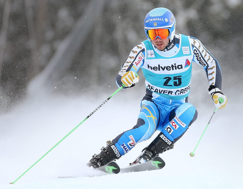 . Matts Olsson, of Sweden, clears a gate during the second run of the men\'s Giant Slalom race at the FIS World Cup Alpine Skiing in Beaver Creek, Colorado, USA, 08 December 2013.  EPA/GEORGE FREY