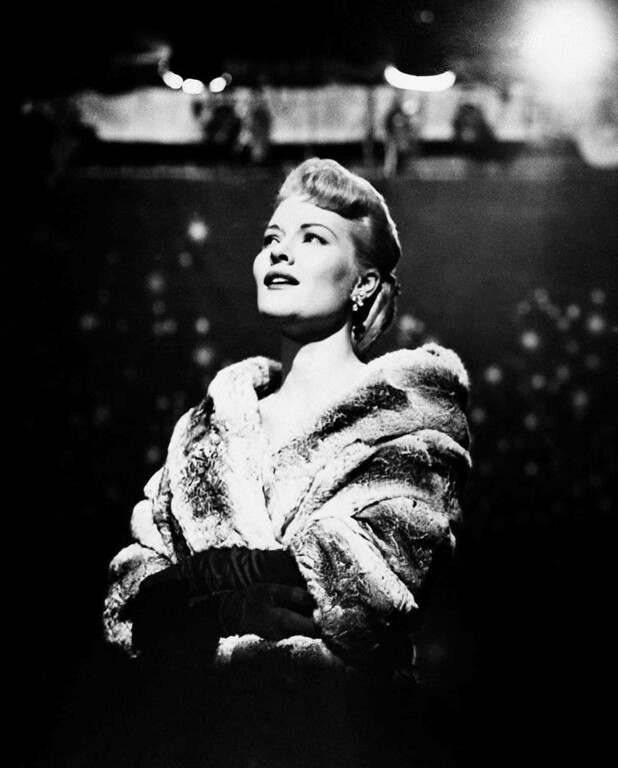 """. Patti Page, wrapped in furs, sings a sentimental ballad on her television show, \""""The Big Record\""""  Jan. 16, 1958. (AP Photo)"""