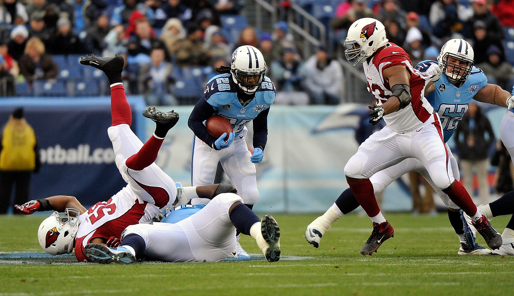 Description of . Running back Chris Johnson #28 of the Tennessee Titans rushes against the Arizona Cardinals at LP Field on December 15, 2013 in Nashville, Tennessee.  (Photo by Frederick Breedon/Getty Images)