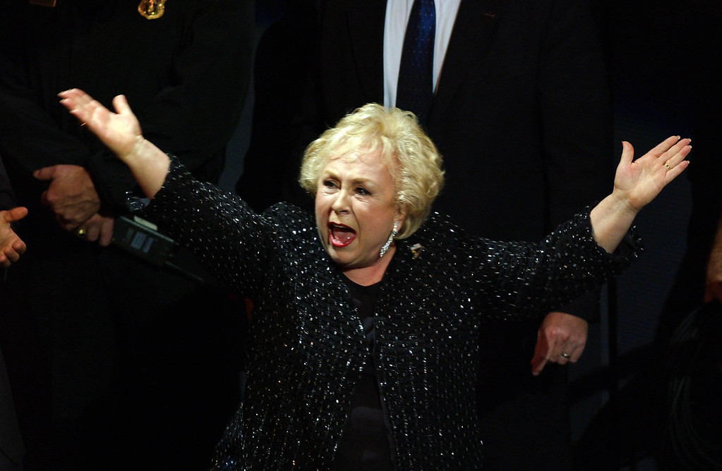 ". Actress Doris Roberts reacts as she is awarded for Best Supporting Actress in a Comedy Series for her role in ""Everybody Loves Raymond\"" during the 53rd Emmy Awards show in Los Angeles, CA, 04 November, 2001.  After two postponements attributed to the war on terrorism the awards show is finally being held at a small venue the Shubert Theatre.  LUCY NICHOLSON/AFP/Getty Images"