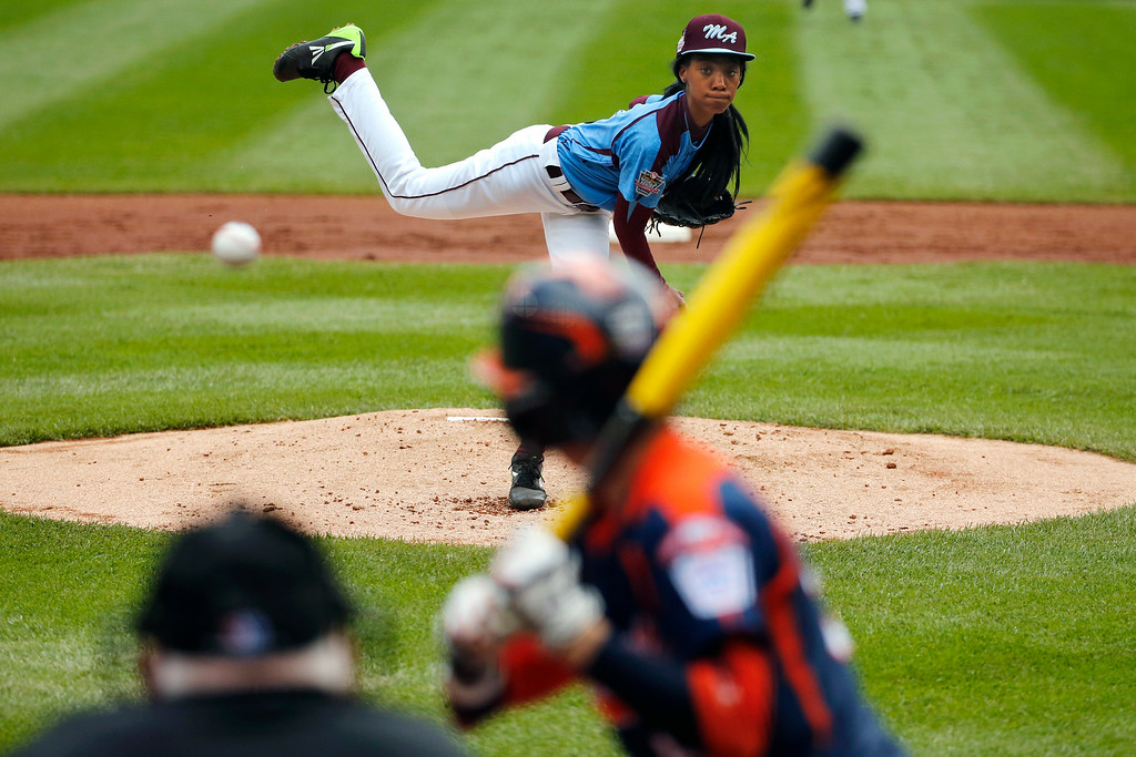 . Philadelphia\'s Mo\'ne Davis delivers in the first inning against Nashville\'s Robert Hassell III during a baseball game in United U.S. pool play at the Little League World Series tournament in South Williamsport, Pa., Friday, Aug. 15, 2014. Philadelphia won 4-0 with Davis pitching a two-hitter. AP Photo/Gene J. Puskar)