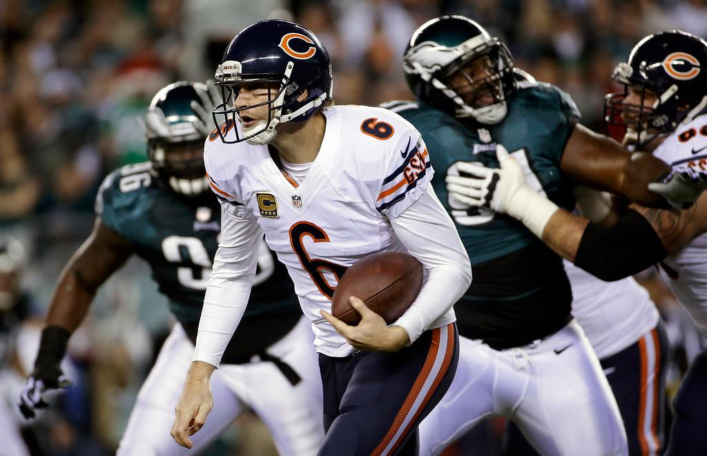 . Chicago Bears\' Jay Cutler scrambles during the first half of an NFL football game against the Philadelphia Eagles, Sunday, Dec. 22, 2013, in Philadelphia. (AP Photo/Matt Rourke)
