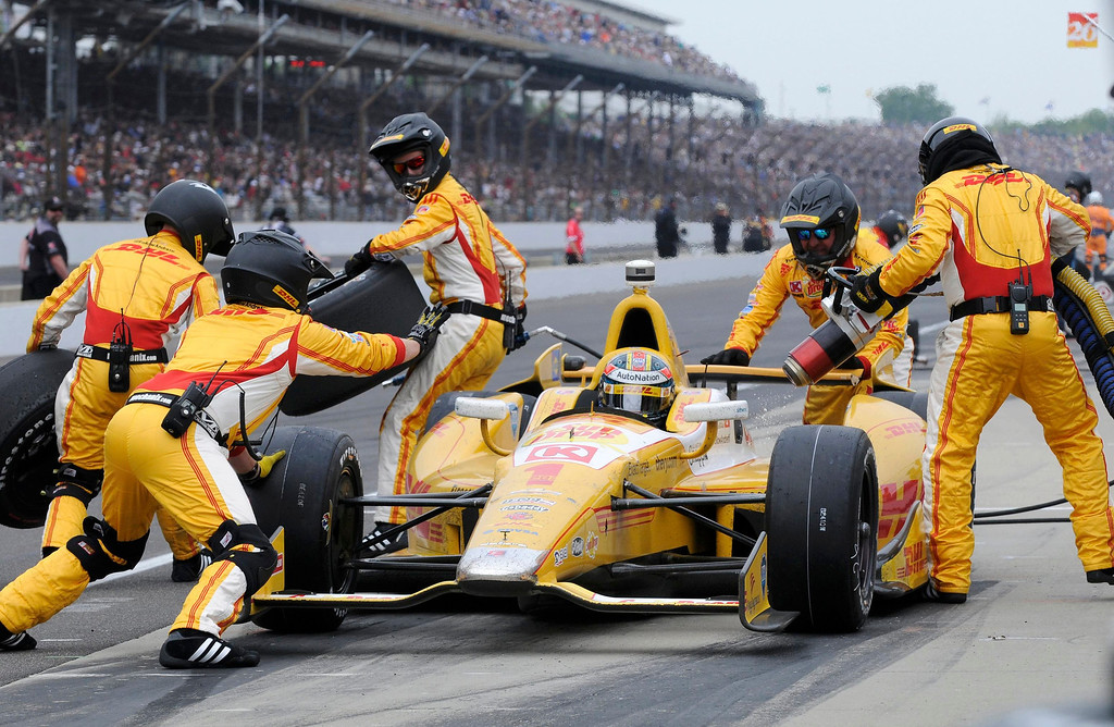 . Andretti Autosport driver Ryan Hunter-Reay of the U.S. stops for fuel and tires during the 97th running of the Indianapolis 500 at the Indianapolis Motor Speedway in Indianapolis, Indiana, May 26, 2013. REUTERS/Geoff Miller