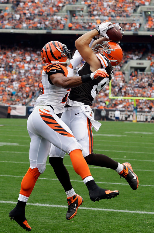 . Cleveland Browns tight end Jordan Cameron, right,  makes a leaping catch on a 2-yard touchdown pass against Cincinnati Bengals strong safety Taylor Mays in the first quarter of an NFL football game Sunday, Sept. 29, 2013, in Cleveland. (AP Photo/Tony Dejak)