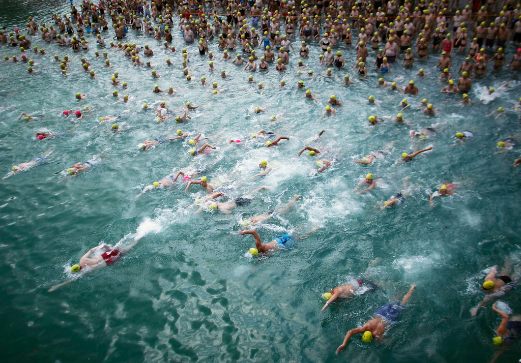 . People swim at the start of the annual Lake Zurich crossing swimming event in Zurich August 22, 2012. The participants swam across Lake Zurich on a 1,500 metres (4,921 ft) track. REUTERS/Michael Buholzer