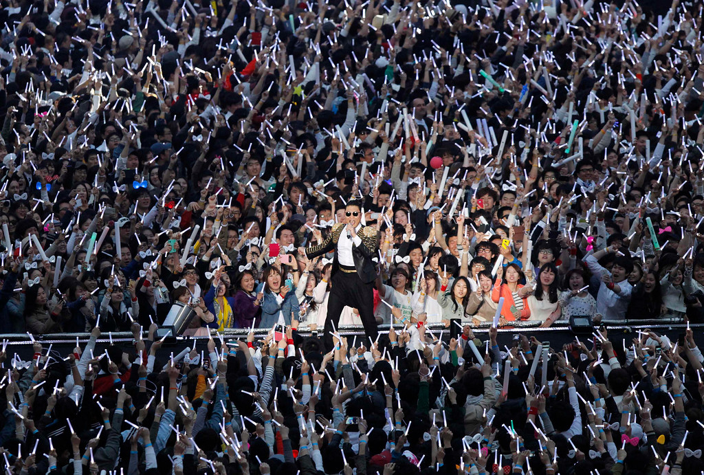 ". South Korean rapper Psy (C) performs during his concert ""Happening\"" in Seoul April 13, 2013. Psy will perform \""Gentleman\"" in public for the first time on Saturday at a concert at Seoul\'s World Cup stadium but he has been coy about what dance to expect this time, except to hint that it is based on traditional Korean moves. Psy released his new single on Thursday hoping to repeat the success of \""Gangnam Style\"" that made him the biggest star to emerge from the growing K-pop music scene.  REUTERS/Lee Jae-Won"