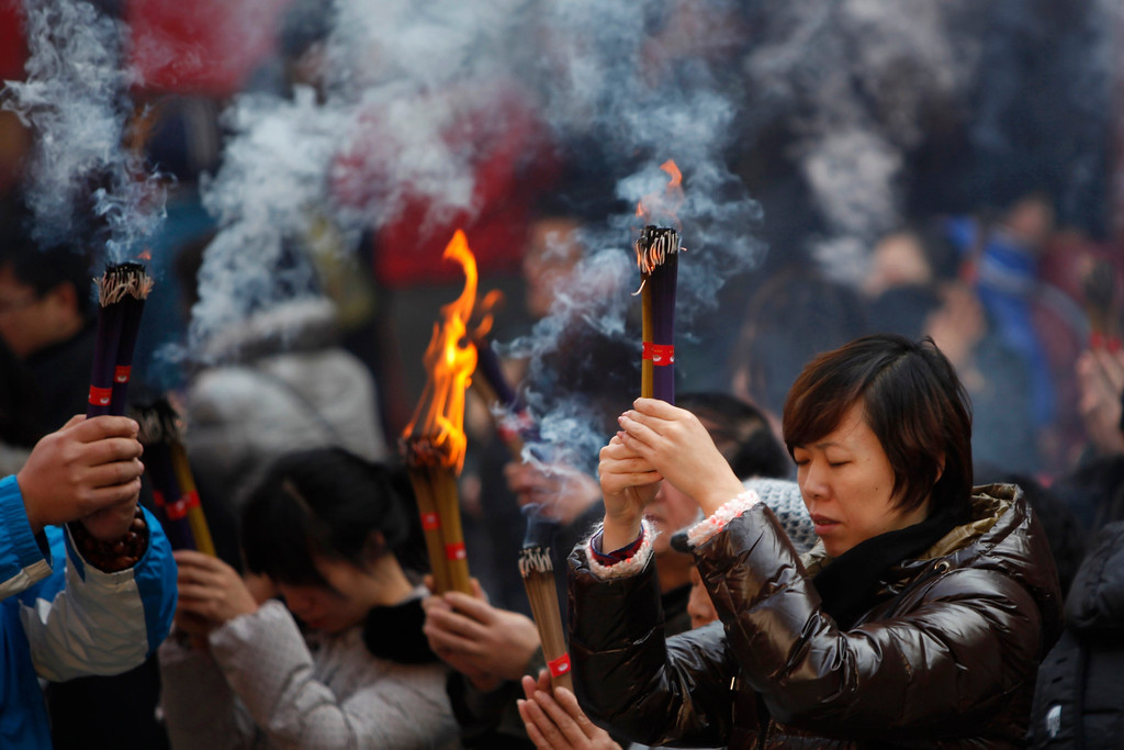 . People burn incense as they pray for peace and luck at the Yufo Temple on the first day of 2013, in Shanghai January 1, 2013. REUTER/Aly Song