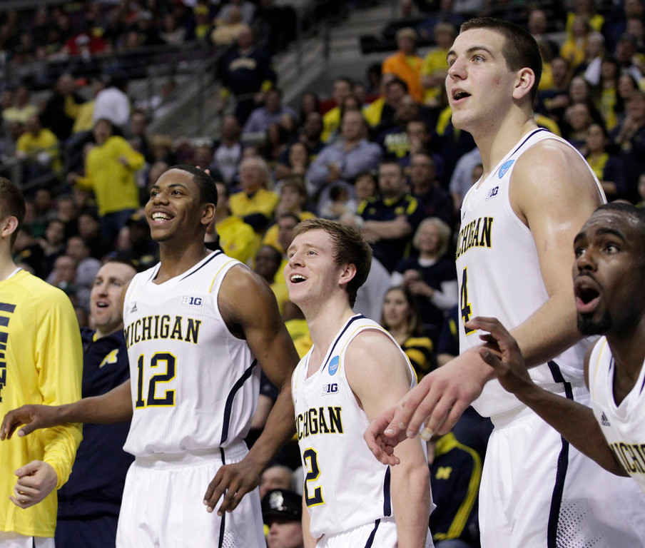 . Michigan Wolverines Glenn Robinson III (L). Spike Albrecht, Mitch McGary and Tim Hardaway Jr. (R) react in the final moments of their third round NCAA tournament basketball game against the VCU Rams in Auburn Hills, Michigan March 23, 2013. REUTERS/Jeff Kowalsky