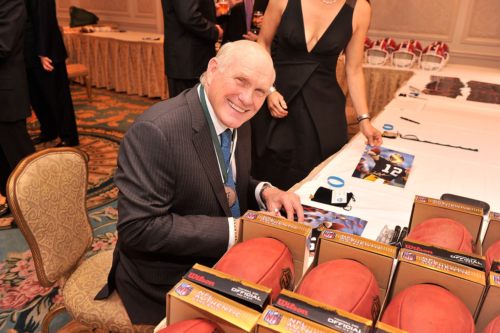 . Sports Legend and former NFL player Terry Bradshaw attends the 28th Annual Great Sports Legends Dinner to Benefit The Buoniconti Fund To Cure Paralysis at The Waldorf Astoria on September 30, 2013 in New York City.  (Photo by Stephen Lovekin/Getty Images for The Buoniconti Fund To Cure Paralysis)