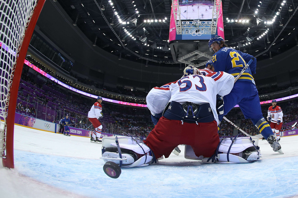 . Sweden\'s Loui Eriksson (R) eyes the puck as Czech Republic\'s goalkeeper Alexander Salak fails to stop the puck during the Men\'s Ice Hockey Group C match Czech Republic vs Sweden at the Bolshoy Arena during the Sochi Winter Olympics on February 12, 2014. Sweden won 2-4.    BRUCE BENNETT/AFP/Getty Images