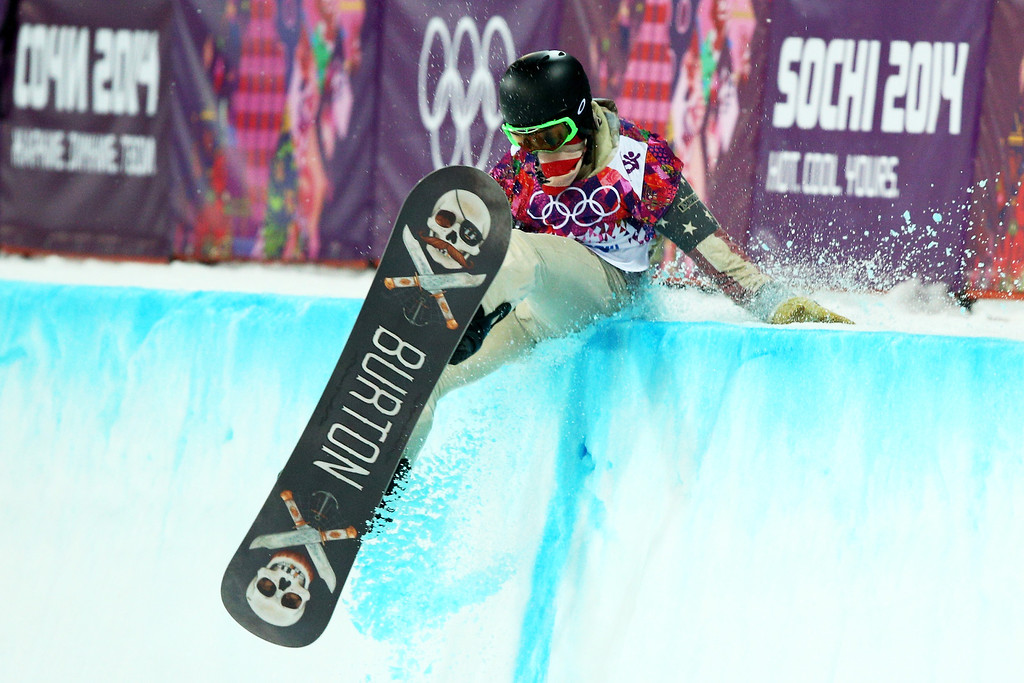 . Shaun White of the United States crashes out in the Snowboard Men\'s Halfpipe Finals on day four of the Sochi 2014 Winter Olympics at Rosa Khutor Extreme Park on February 11, 2014 in Sochi, Russia.  (Photo by Cameron Spencer/Getty Images)