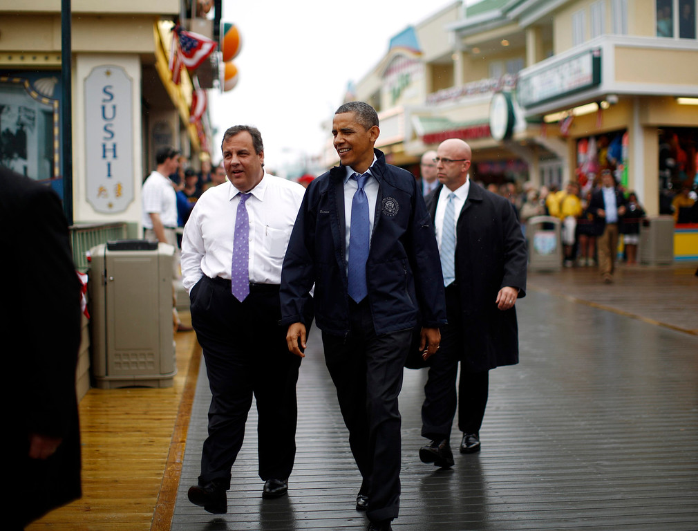. U.S. President Barack Obama and New Jersey Governor Chris Christie (L) walk on the boardwalk at Point Pleasant in New Jersey, May 28, 2013.    REUTERS/Jason Reed