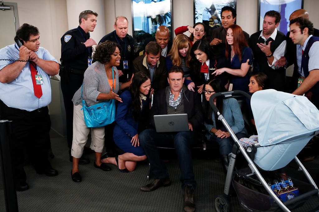""". \""""The Locket\"""" -- Sherri Shepherd guest stars on  the ninth season premiere episode of HOW I MET YOUR MOTHER titled \""""The Locket,\"""" to be broadcast on Monday, Sept. 23 (8:00-8:30 PM, ET/PT).  Pictured: Sherri Shepherd, Jason Segel. Photo: Cliff Lipson/CBS ���©2013 CBS Broadcasting Inc. All Rights Reserved."""