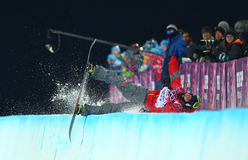 . Shi Wancheng of China wipes out during the Mens Snowboard Halfpipe Semifinals at Rosa Khutor Extreme Park at the Sochi 2014 Olympic Games, Krasnaya Polyana, Russia, 11 February 2014.  EPA/JENS BUETTNER