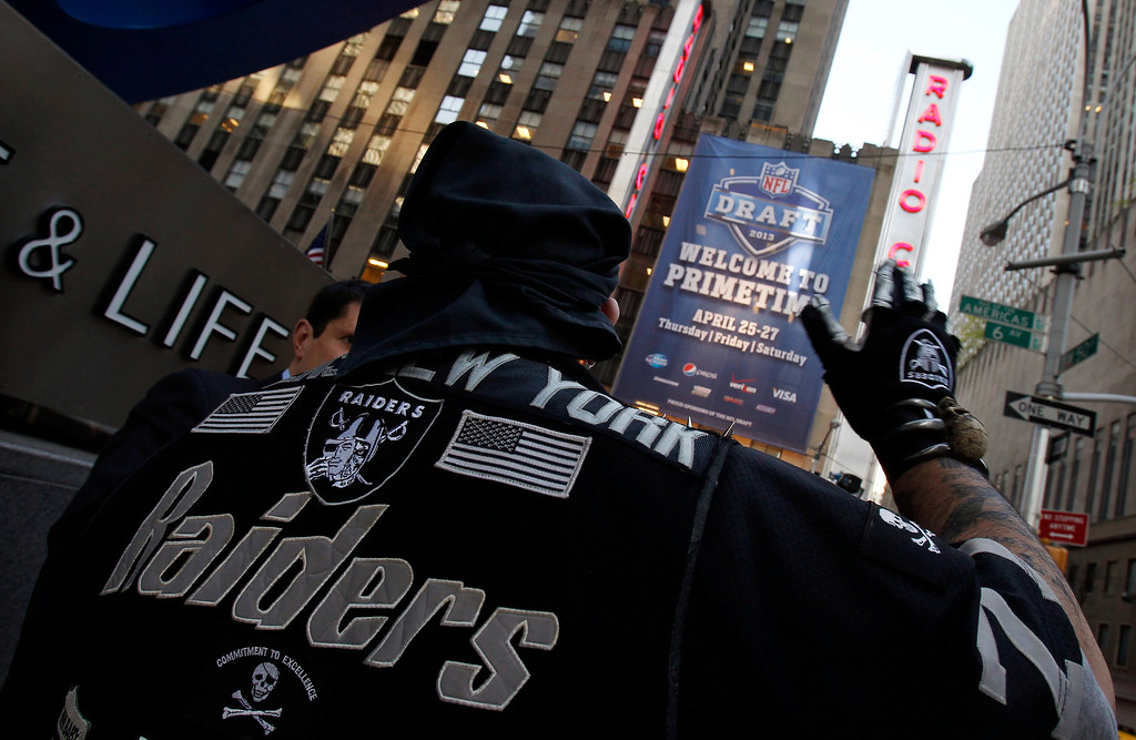 . An Oakland Raiders fan gathers with others outside New York\'s Radio City Music Hall, before the start of the 2013 NFL Draft, April 25, 2013. The National Football League (NFL) Draft kicks off with first-round selections on Thursday.  REUTERS/Adam Hunger