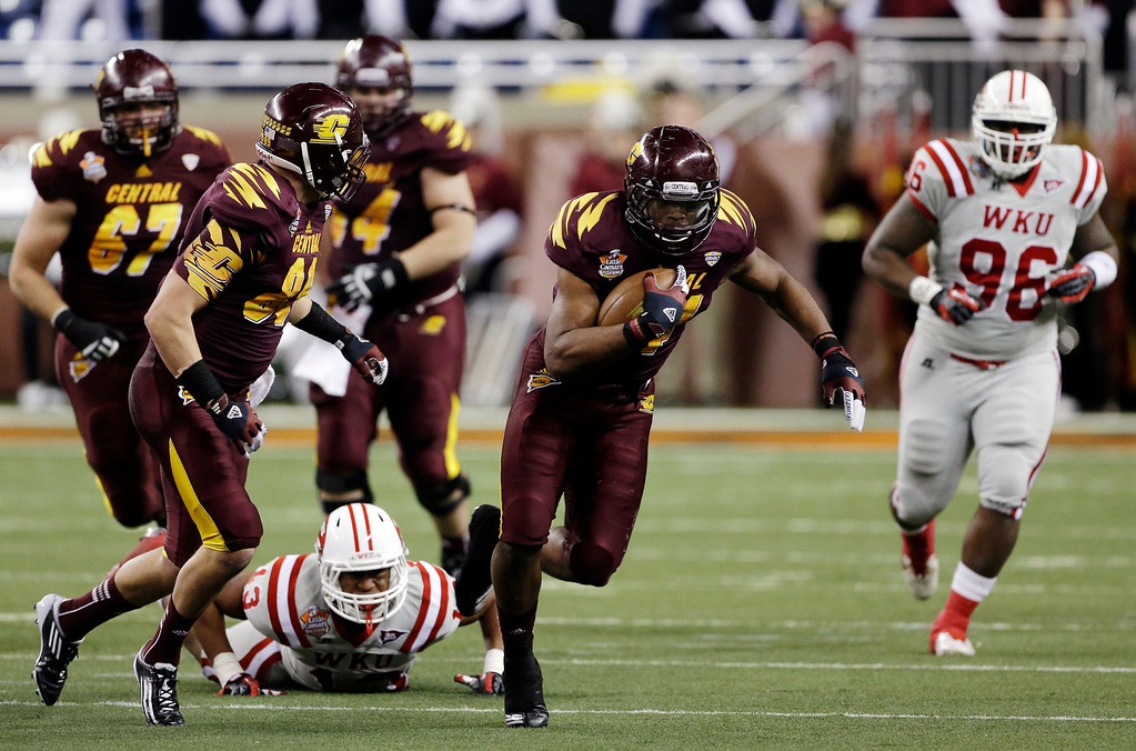 . Central Michigan running back Zurlon Tipton (34) breaks away from the Western Kentucky defense during the second quarter of the Little Caesars Pizza Bowl NCAA college football game at Ford Field in Detroit, Wednesday, Dec. 26, 2012. (AP Photo/Carlos Osorio)