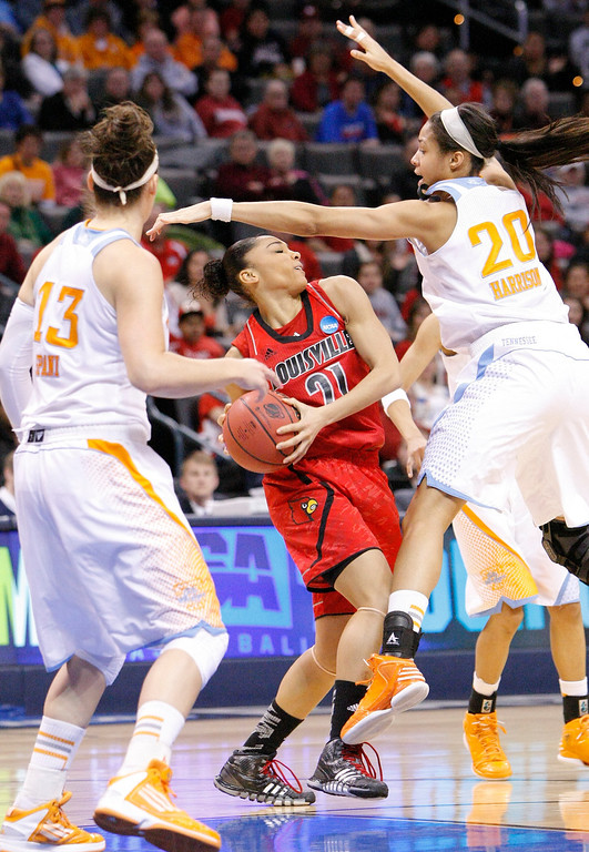 . Louisville\'s Bria Smith (21) looks to pass as Tennessee\'s Taber Spani (13) and Isabelle Harrison (20) defend during the first half of the Oklahoma City regional final in the NCAA women\'s college basketball tournament in Oklahoma City, Tuesday, April 2, 2013. (AP Photo/Alonzo Adams)