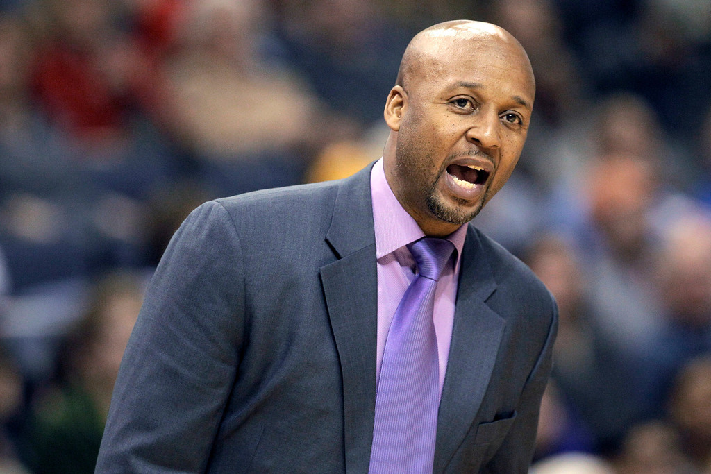 . Denver Nuggets coach Brian Shaw shouts during the second half of an NBA basketball game against the Memphis Grizzlies in Memphis, Tenn., Saturday, Dec. 28, 2013. The Grizzlies defeated the Nuggets 120-99. (AP Photo/Danny Johnston)