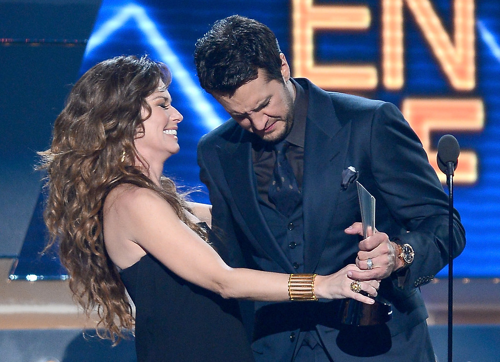 . Musician Shania Twain (L) presents the Entertainer of the Year award to Luke Bryan onstage during the 48th Annual Academy of Country Music Awards at the MGM Grand Garden Arena on April 7, 2013 in Las Vegas, Nevada.  (Photo by Ethan Miller/Getty Images)