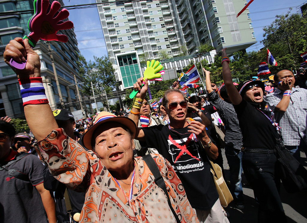 . Anti-government protesters shout slogans outside the headquarters of Prime Minister Yingluck Shinawatra\'s ruling Pheu Thai Party in Bangkok, Thailand, Friday, Nov. 29, 2013. The protesters staged a rally in a bid to topple Yingluck outside the party headquarters where hundreds of riot police stood guard to prevent them from entering. (AP Photo/Sakchai Lalit)