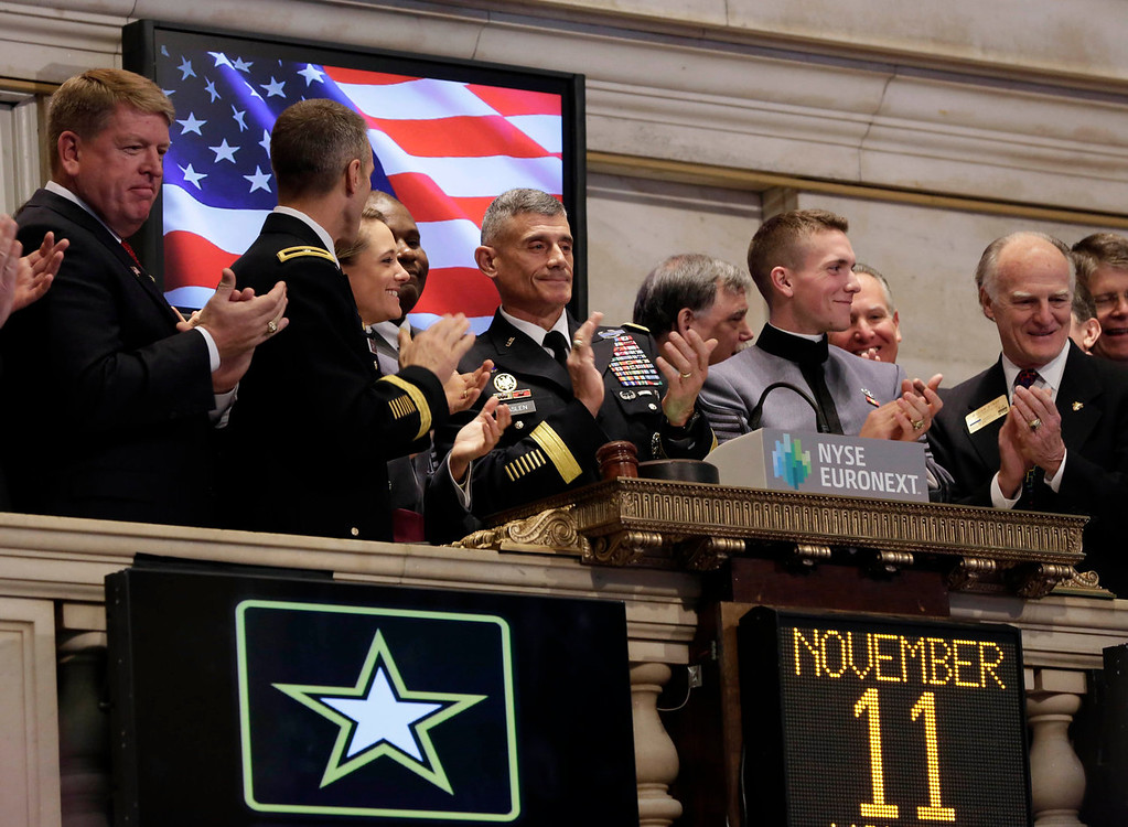 . Lieutenant General Robert L. Caslen Jr., center, the 59th Superintendent of the U.S. Military Academy at West Point, joins applause during opening bell ceremonies  of the New York Stock Exchange, on Veteran\'s Day, Monday, Nov. 11, 2013. (AP Photo/Richard Drew)