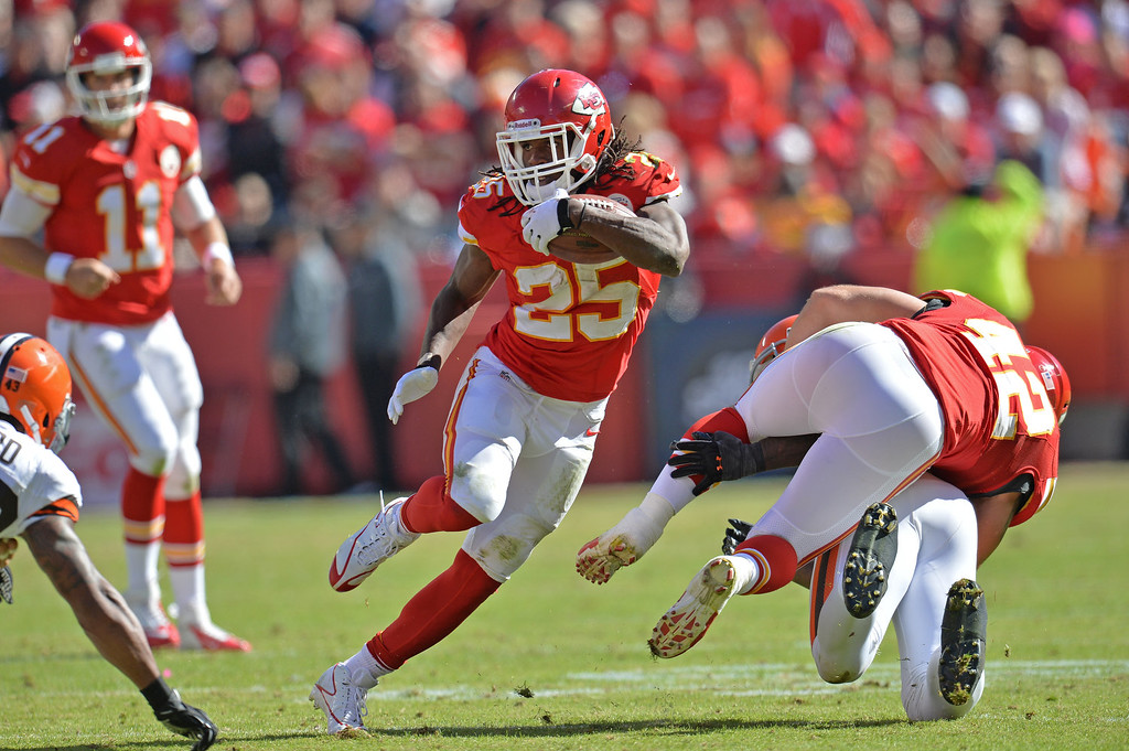 . Running back Jamaal Charles #25 of the Kansas City Chiefs rushes up field against the Cleveland Browns during the first half on October 27, 2013 at Arrowhead Stadium in Kansas City, Missouri. (Photo by Peter Aiken/Getty Images)