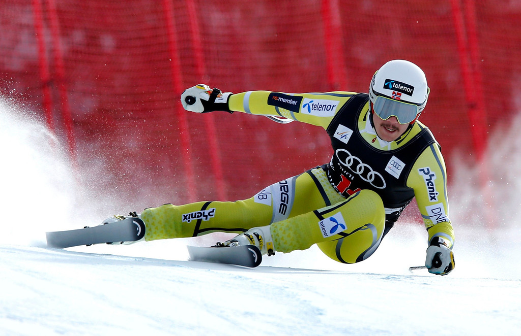 . Kjetil Jansrud of Norway skis past a gate in the men\'s World Cup downhill ski race in Beaver Creek, Colorado, November 30, 2012. Jansrud finished third in the race.   REUTERS/Mike Segar
