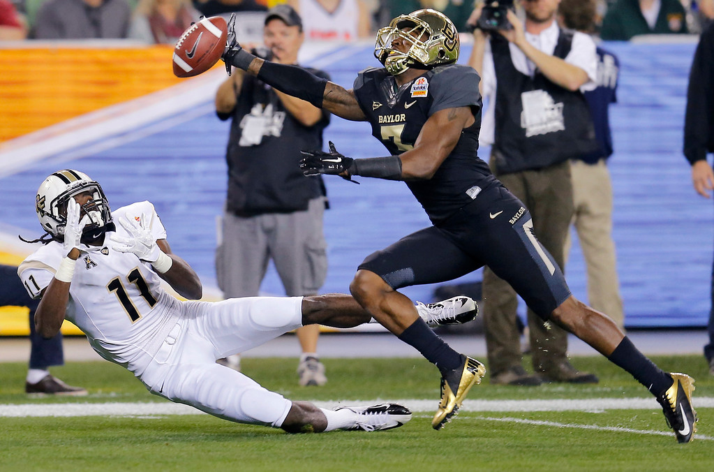 . Baylor cornerback Demetri Goodson, right, breaks up a pass intended for Central Florida wide receiver Breshad Perriman during the first half of the Fiesta Bowl NCAA college football game, Wednesday, Jan. 1, 2014, in Glendale, Ariz. (AP Photo/Matt York)