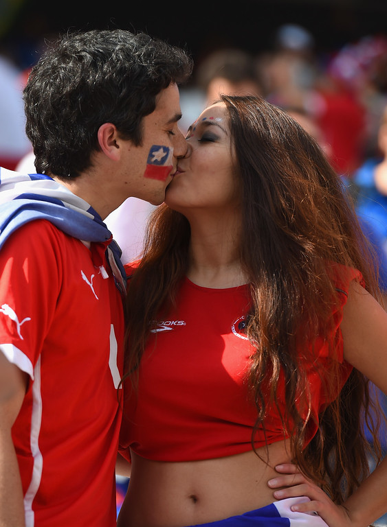 . Chile fans kiss prior to the 2014 FIFA World Cup Brazil Group B match between the Netherlands and Chile at Arena de Sao Paulo on June 23, 2014 in Sao Paulo, Brazil.  (Photo by Matthias Hangst/Getty Images)