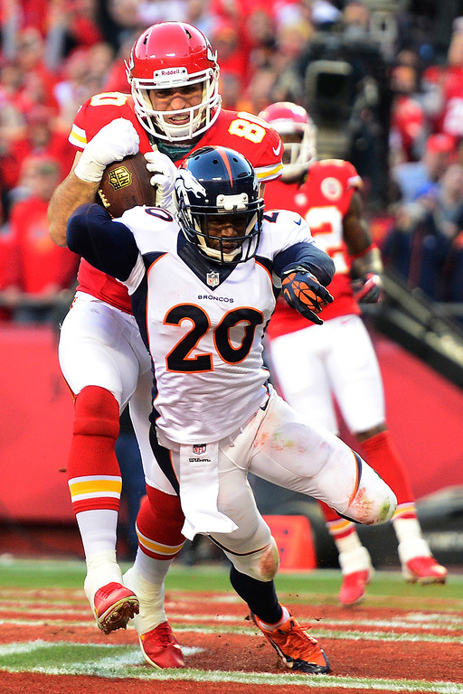. Anthony Fasano (80) of the Kansas City Chiefs makes a touchdown catch over Mike Adams (20) of the Denver Broncos during the first half of action at Arrowhead Stadium. (Photo by AAron Ontiveroz/The Denver Post)