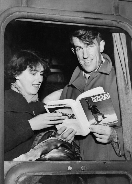 . Sir Edmund Hillary and his wife Louise display in January 1954 a book about his victory over Mt. Everest as they arrive bu train in Val D\'Isere.   AFP PHOTO  (Photo credit should read -/AFP/Getty Images)