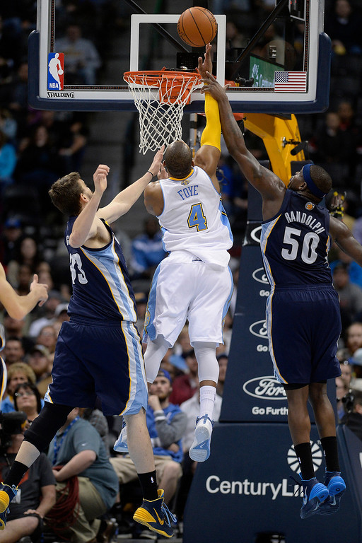 . Denver Nuggets guard Randy Foye (4) cuts the lead to two as Memphis Grizzlies center Marc Gasol (33) and forward Zach Randolph (50) defend during the fourth quarter of the Grizzlies\' 94-92 win. (Photo by AAron Ontiveroz/The Denver Post)