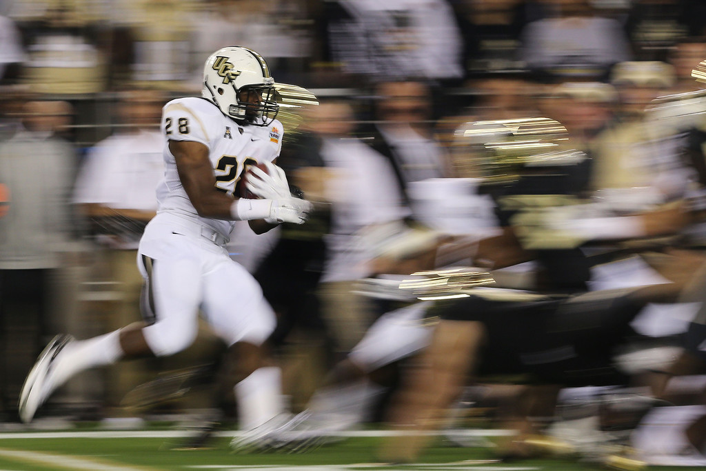 . GLENDALE, AZ - JANUARY 01:  William Stanback #28 of the UCF Knights returns a the kick-off in the first quarter against the Baylor Bears during the Tostitos Fiesta Bowl at University of Phoenix Stadium on January 1, 2014 in Glendale, Arizona.  (Photo by Christian Petersen/Getty Images)