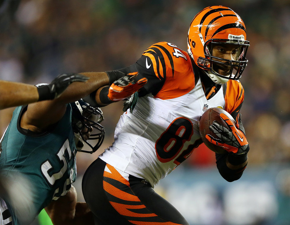 . Jermaine Gresham #84 of the Cincinnati Bengals carries the ball as  DeMeco Ryans #59 of the Philadelphia Eagles defends on December 13, 2012 at Lincoln Financial Field in Philadelphia, Pennsylvania.  (Photo by Elsa/Getty Images)