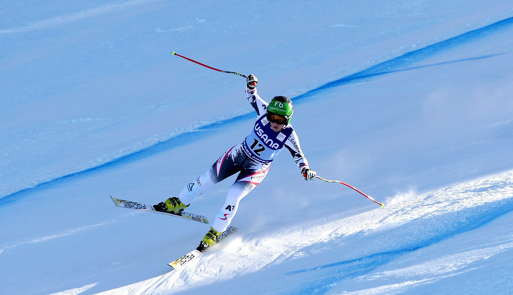 . Skier Nicole Schmidhofer, of Austria, takes a turn during the women\'s Super-G race at the FIS World Cup Alpine Skiing in Beaver Creek, Colorado, USA, 30 November 2013.  EPA/JUSTIN LANE
