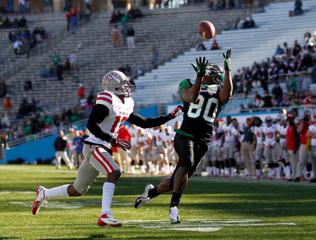 . North Texas wide receiver Darnell Smith (80) makes the catch for a touchdown as UNLV defensive back Kenneth Penny (17) defends during the second half of the Heart of Dallas NCAA college football game, Wednesday, Jan. 1, 2014, in Dallas. (AP Photo/Mike Stone)