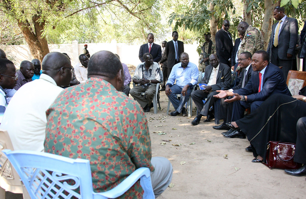 . A handout picture released by Kenya\'s Presidential Strategic Communications Unit (PSCU) shows Kenyan President Uhuru Kenyatta (R) and Ethiopian Prime Minister Hailemariam Desalegn (2nd-R) meeting with South Sudanese political detainees held in government custody during a visit to Juba on December 26, 2013. Kenyatta and Desalegn flew into Juba for talks with South Sudanese President Salva Kiir, an AFP journalist said. The visit comes amid ongoing efforts by regional powers to bring a halt to nearly two weeks of unrest in the world\'s youngest nation. The detainees are accused of being allied with sacked vice president and now rebel leader Riek Machar. AFP PHOTO/HO/PSCU