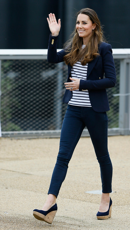 . Britain\'s Kate, The Duchess of Cambridge waves as she leaves after a visit to a SportsAid Athlete Workshop, at the Queen Elizabeth Olympic Park in London, Friday, Oct. 18, 2013.  (AP Photo/Kirsty Wigglesworth)