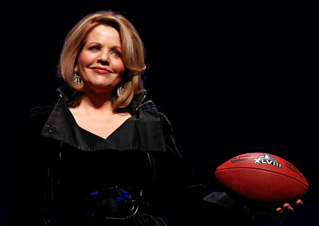 . Grammy award winning soprano, Renee Fleming, poses with a football at a news conference for the Super Bowl LXVIII in New York, New York, USA, 30 January 2014. Fleming is the National Anthem singer and the first opera singer to perform at the Super Bowl. This year\'s Super Bowl will be played on 02 February 2014.  EPA/TANNEN MAURY